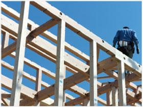 基礎工事が完了したらいよいよ上棟です。上棟(じょうとう)とは、お打合せした設計図面が実際に建ち上がる瞬間です。