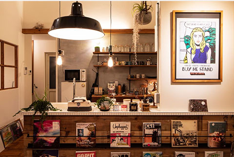 造作棚でシンプルにまとめたキッチン
