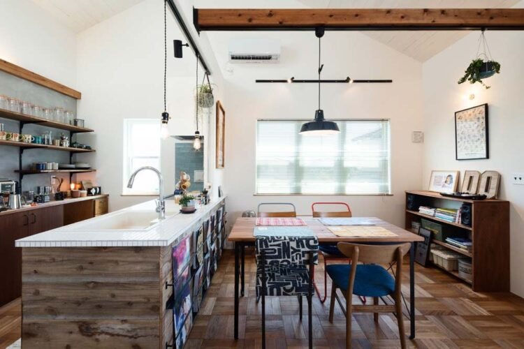 キッチンの壁面の足場板
