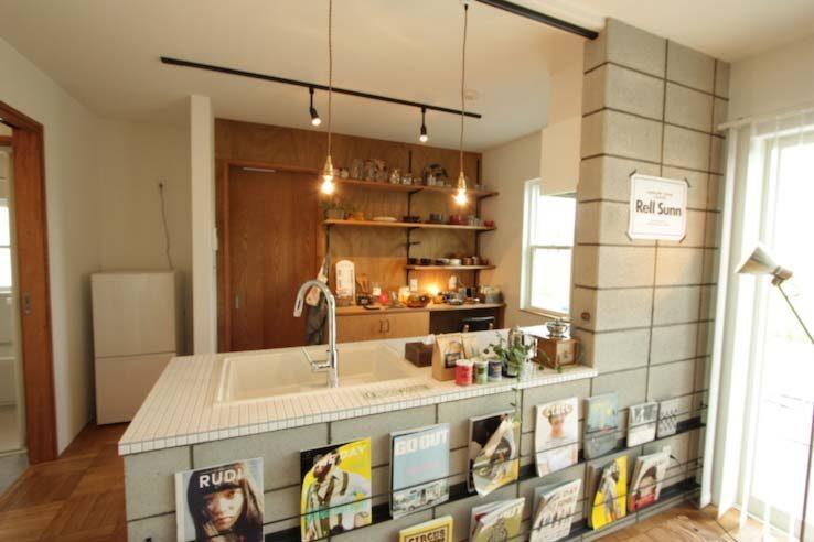 コンクリートブロックのキッチン壁
