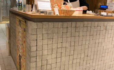 舗装石のカウンター壁