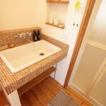 カラフルなタイルの洗面台