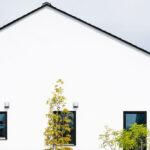 三角屋根の家の外観