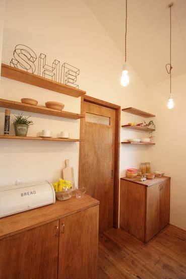造作棚のテイストによって板の色や素材を変えてみよう