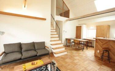 造作キッチンと勾配天井が特徴のナチュラル×平屋のおうち
