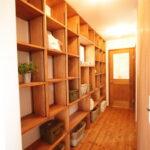 壁一面の造作棚