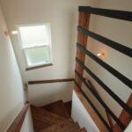 階段室の上げ下げ窓