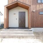 濃い木目玄関ドア