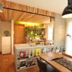 キッチンの木目の天井