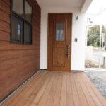 カントリー調の玄関ドア