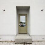 ショップのエントランスのような玄関ドア