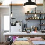 飾り棚のあるキッチン