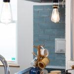 キッチンのブルーのタイル