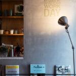 カフェの一角のようなお洒落な壁