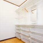 白い収納棚