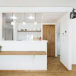 白い対面キッチン