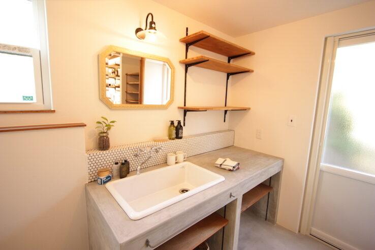 収納スペースを考えた効率的な洗面空間