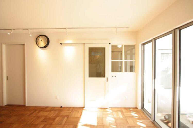 シンプルなドアにシンプルなドアノブを組み合わせよう