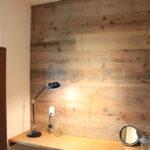 木目調の壁