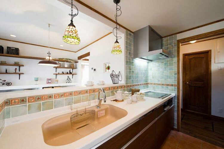 温もり感じる木素材と、スペイン漆喰のお家