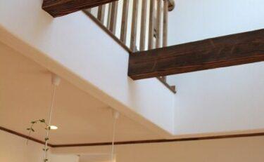 漆喰と無垢材をたっぷり使用した、素材の良さを楽しむおうち