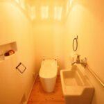 ライトの光が素敵なトイレ