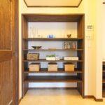 収納スペースの造作棚