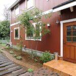 レンガ色の外壁の家