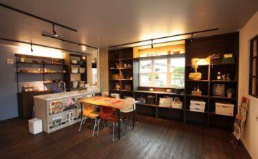 ダークカラーをベースにした居心地のいいFLAT HOUSE(平屋)