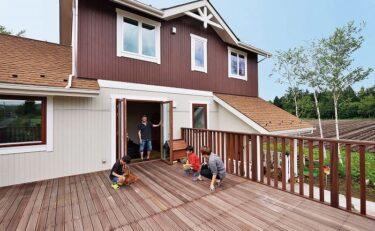 広さ20帖のウッドデッキで楽しく遊べる暖かい家