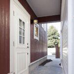 白い木製ドア