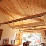 リビングの木目の天井