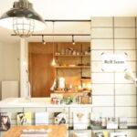木製のキッチン棚